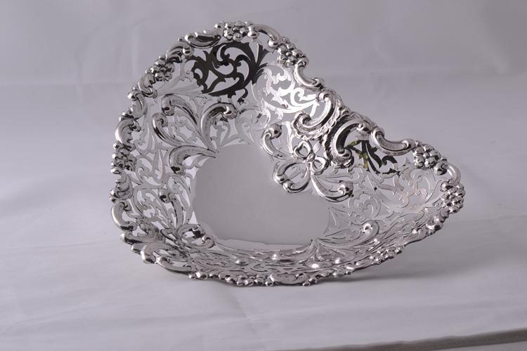 Cadouri argint masiv fructiera inima model perforat