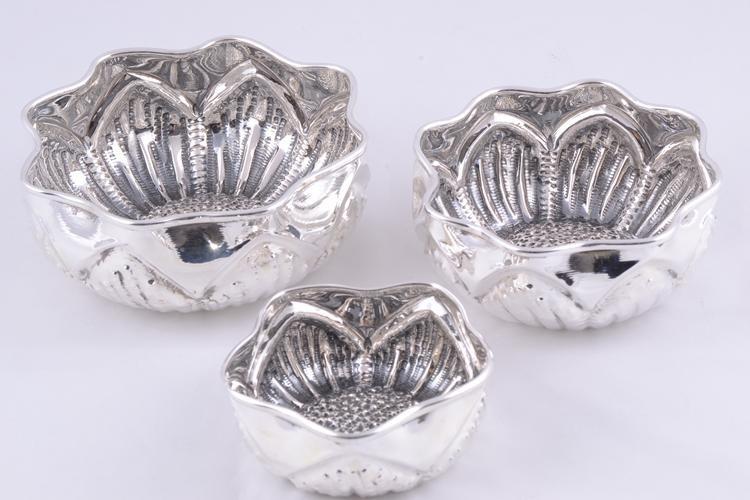 Cadouri deosebite argint masiv set 3 bomboniere model ondulat
