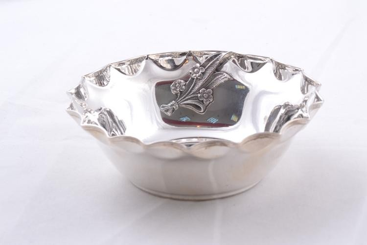 Cadouri argint masiv bomboniera model cu flori